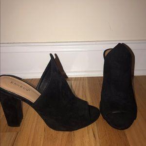 Trendy black heels